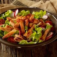 Salatteller mit  Hähnchenstreifen & Ananas