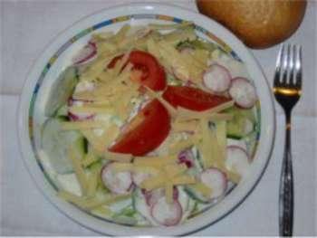Salatteller mit Joghurtdressing