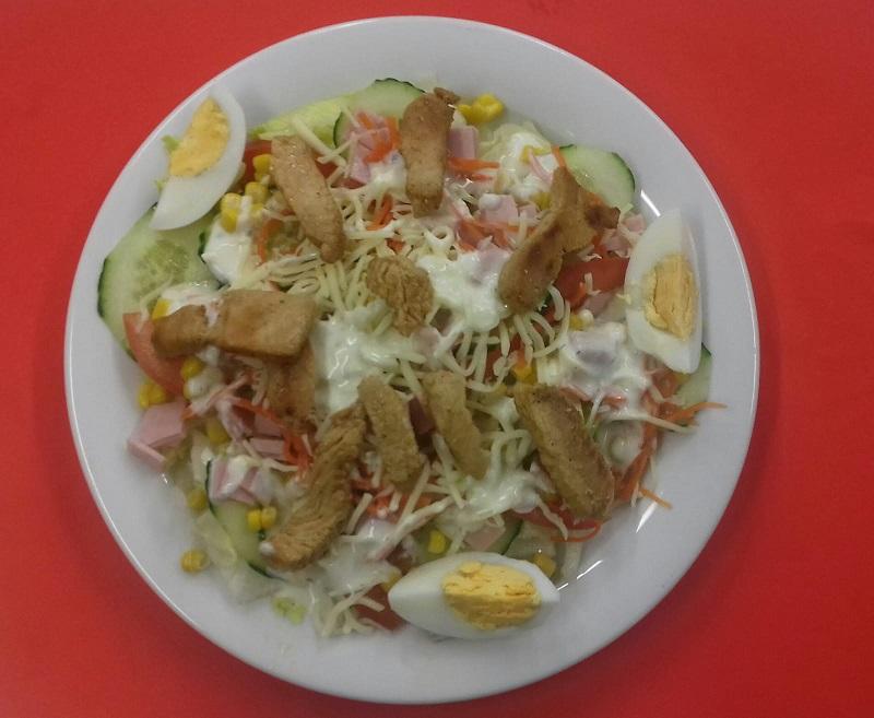 Salatteller mit Putenstreifen (Dressing nach Wahl!)