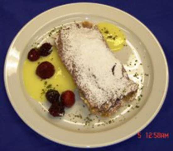 Vollwertstrudel mit Vanillesauce , Dessert: Pfirsichkompott