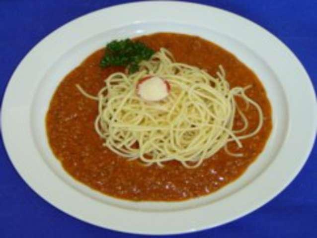 Gemüsebolognaise mit Gabelspaghetti, Parmesan, Salat Dessert: Obst