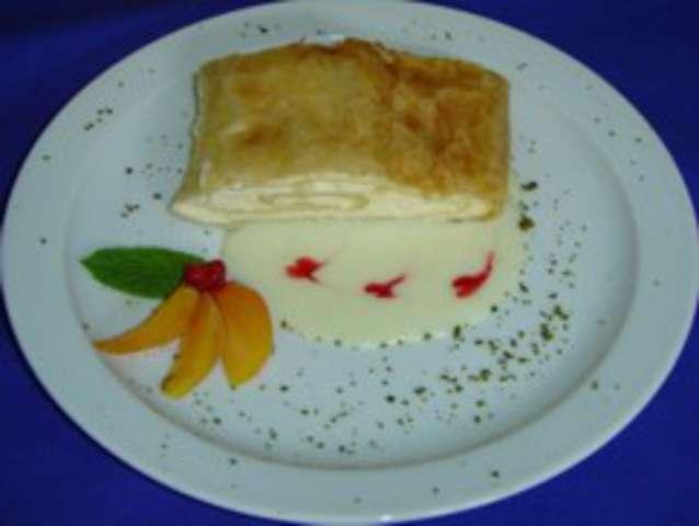 Fruchtstrudel mit Vanillesauce, Pfirsichkompott (18), Dessert: Obst