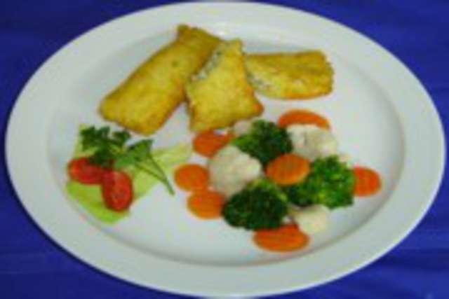Kartoffeltaschen mit Kräuterfrischkäse, Kaisergemüse Dessert:  Apfel ( ohne Schwein ) vegetarisch