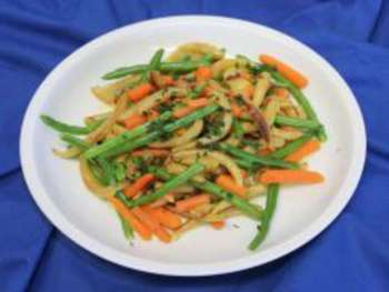 Gemüse-Vollkornnudelpfanne