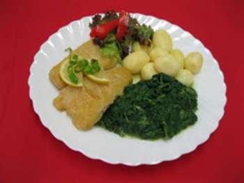 Backfischfilet, Kräuterdip, Rahmspinat, Salzkartoffeln