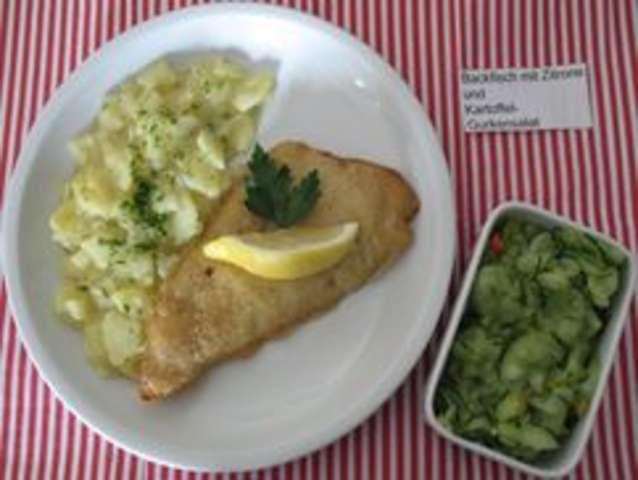 Backfisch mit Kartoffeln, Dip und Salat