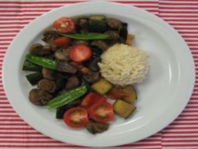 Spinat-Bulgur mit Falafel und Avocado-Dip