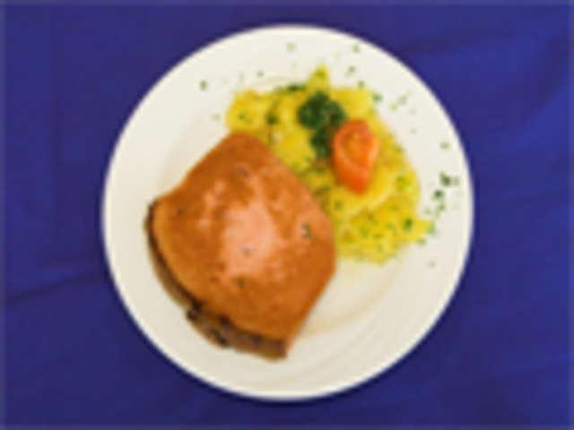 Leberkäse mit Senf und Kartoffelsalat, Salat