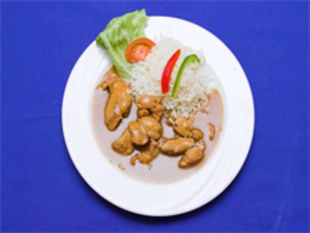 Putenstreifen inTomaten-Frischkäsesoße, Bulgur und Salat