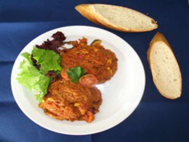 Veganes Chili non Carne mit Reis und Salat