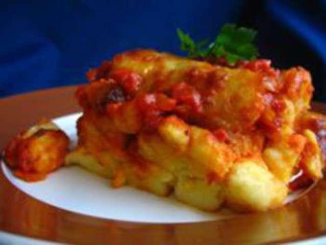 Gnocchi mit Tomaten und Käse überbacken