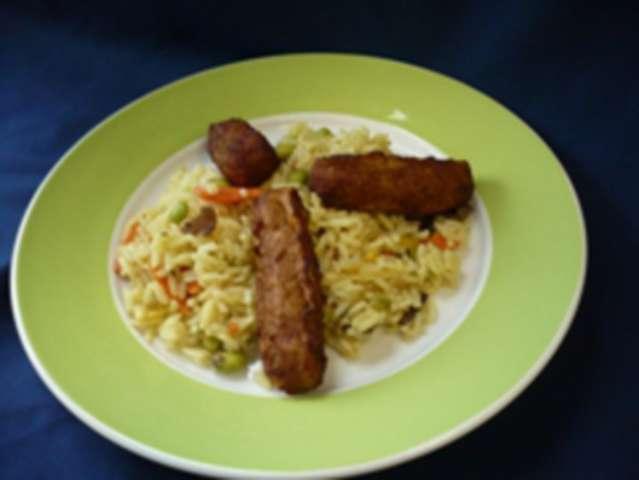 Cevapcici (Rind) mit Zaziki und bunter Reis