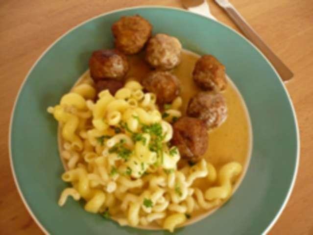 Köttbullar in Rahmsoße + Nudeln