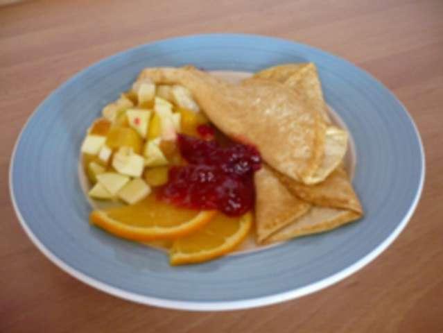 Omelette mit Obstsalat