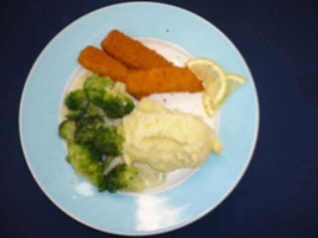 Fischstäbchen mit Kartoffelpüree