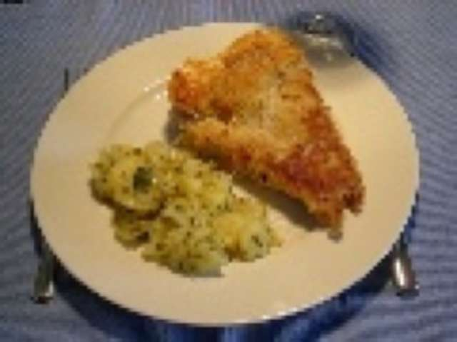 Seelachsfilet (paniert) mit  Kartoffelsalat