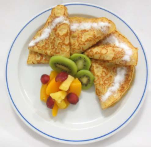 Eierpfannkuchen mit Nougatcreme und Marmelade