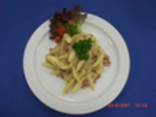 Allgäuer Krautschupfnudeln mit gem. Blattsalate in Joghurtdressing