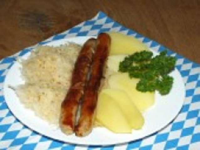 Bratwurst mit Kraut und Kartoffel