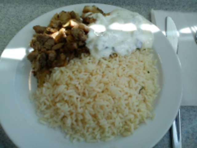 Gyros mit Reis und Tzatziki