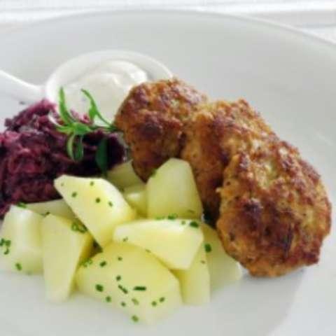 Fleischküchle mit Kartoffel und Rotkohl