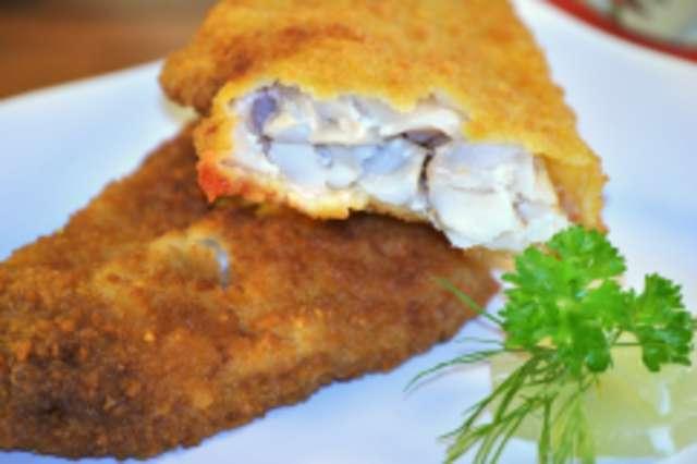 Backfisch mit Kartoffelpüree u. Salat