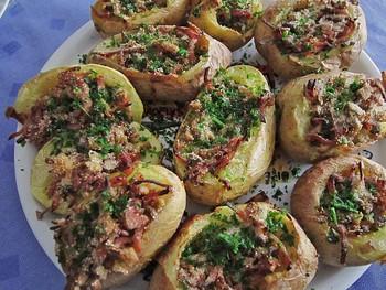 Gefüllte Ofenkartoffel mit Pulled Pork und Gemüse