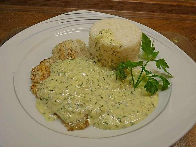Fisch mit Reis und Dillsoße
