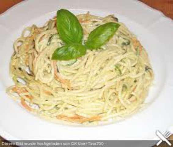 Spaghetti mit Sahnesoße