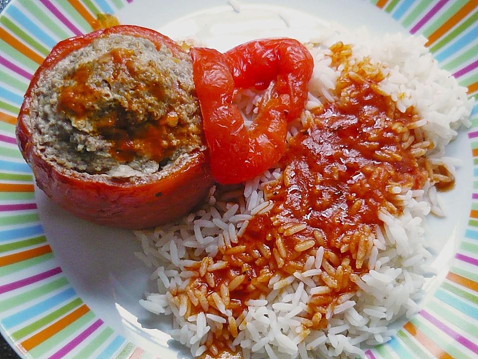 Gefüllte Paprika mit Reis und Tomatensoße