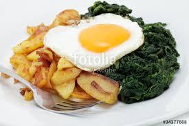 Bratkartoffeln mit Ei und Spinat