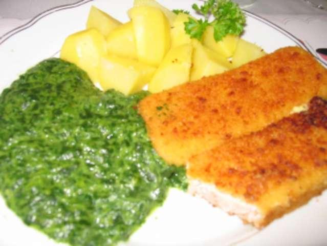 Fischstäbchen mit Kartoffeln und Spinat