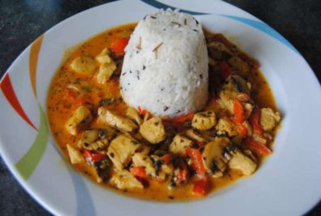 Putengeschnetzeltes mit Reis und Gemüse