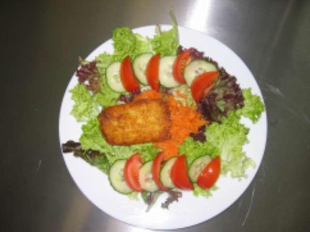 Großer Salat mit Kartoffletaschen