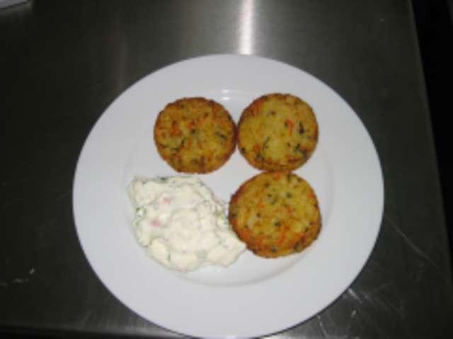Gemüsepuffer mit Dip