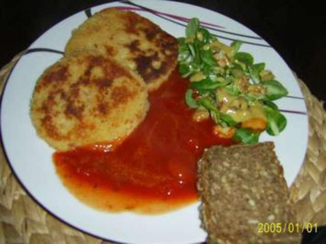 Gemüsepuffer überbacken mit Tomate und Mozarella