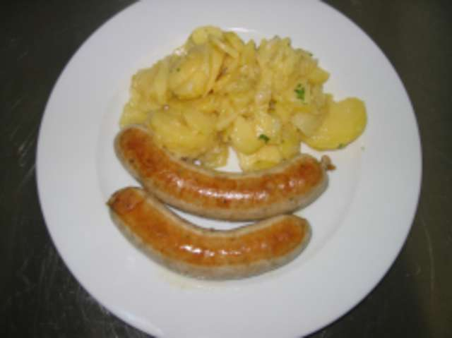 Bratwurst mit Kartoffelsalat