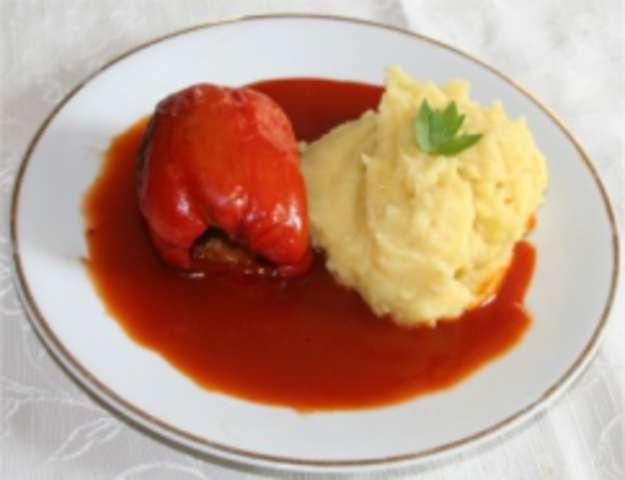 Paprikaschote gefüllt (veg.) und Kartoffelpüree