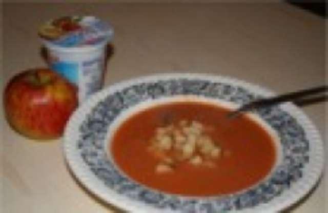 Tomatensuppe - Obst - Joghurt