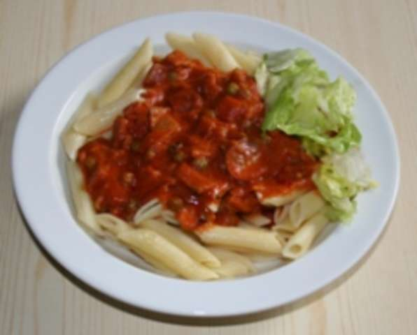"""Penne """"Sozzona"""" mit Salat"""