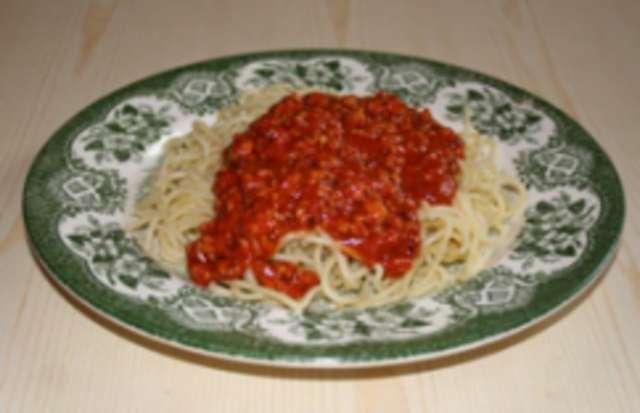 Spaghetti Bolognese und Salat