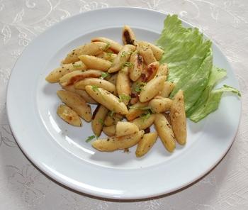Schupfnudeln mit Kräuter und Salat