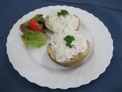 Ofenkartoffeln mit, Gemüse-Schmand-Dip und, Salat an, Dressing Italienische Art