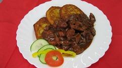 Rindergulasch Kartoffelpuffer mit Apfelmus