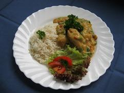 Nussige Pute mit Reis und Möhren-Apfelsalat