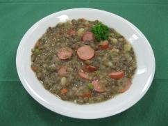 Linsensuppe mit Bockwurst, Baguette