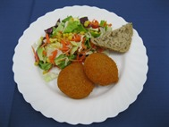 Salatteller mit Backcamembert