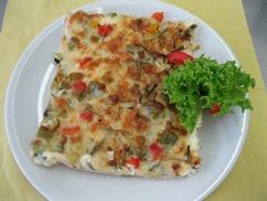 Pizza Elsässer Art (Schwein) Salat an Senf-Dressing