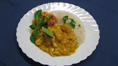 """Hähnchencurry """"India"""" mit, Reis und, Möhren-Apfelsalat"""