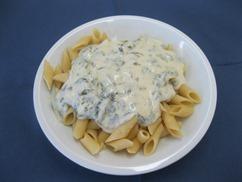 Penne Käse-Spinatsauce Salat an Dressing-Senf